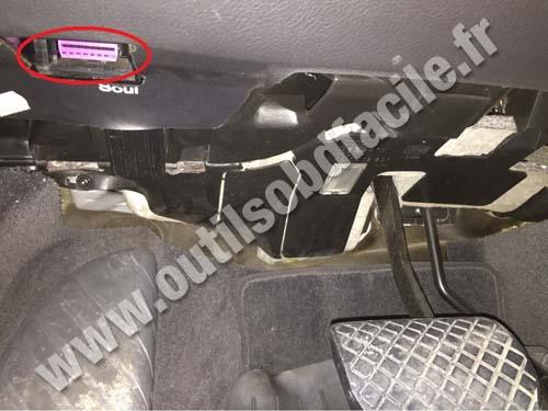 Audi A8 OBD plug