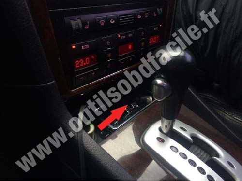 obd2 connector location in audi a8 (d2) (1994 - 1999) - outils obd