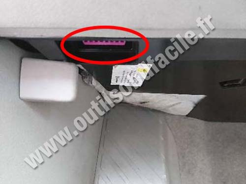 Audi A8 (D3) - OBD port