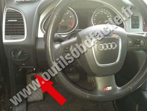 OBD2 connector location in Audi Q7 (4L) (2006 - 2015) - Outils OBD Facile