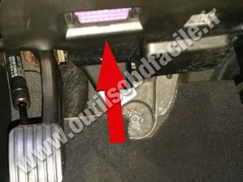 OBD2 connector location in Audi Q7 (4L) (2006 - 2015) - Outils OBD