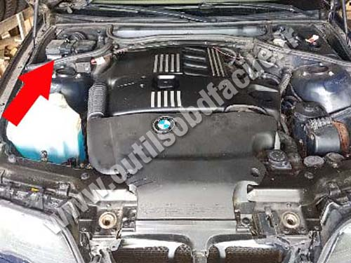 BMW E46 Engine compartment