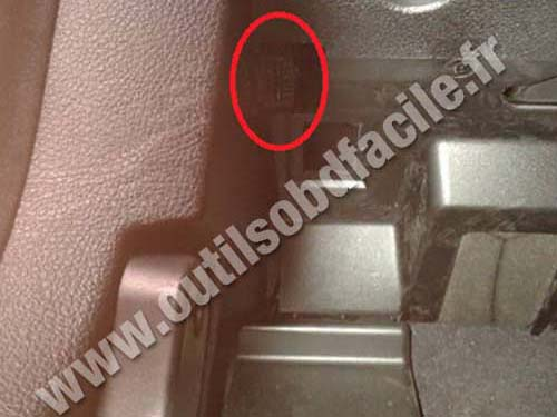 Obd2 Connector Location In Bmw Serie 3 F30 2012 2015 Outils Obd Facile