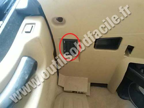 Obd2 Connector Location In Bmw Serie 5 F10 F11 2010 Outils Obd Facile