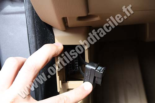 Obd2 Connector Location In Bmw Serie 5 E60 2004 2010