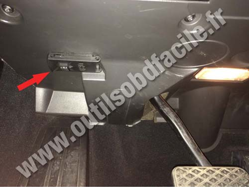 Obd2 Connector Location In Bmw Serie 6 E63 E64 2004