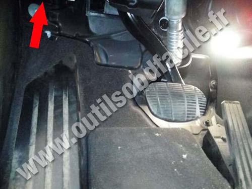 BMW X1 (F48) - Pedals