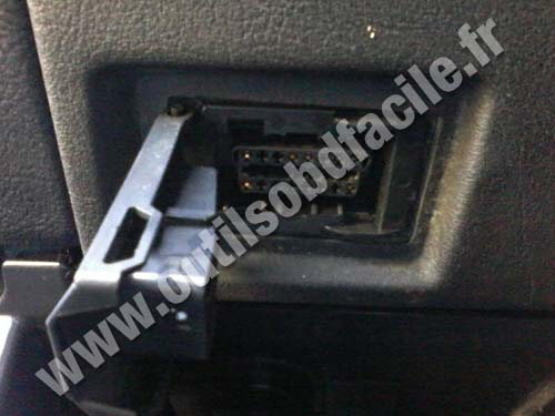 OBD2 connector location in BMW X5 E53 (2000 - 2006) - Outils OBD Facile