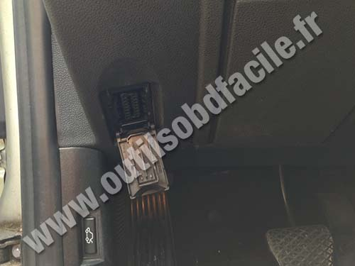 BMW Z4 OBD2 Connector/Plug