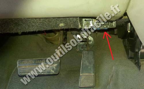 OBD2 connector location in Buick Regal (1997 - 2008 ...