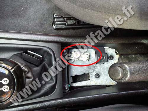 OBD2 connector location in Chevrolet Astra G (1998 - 2004 ...