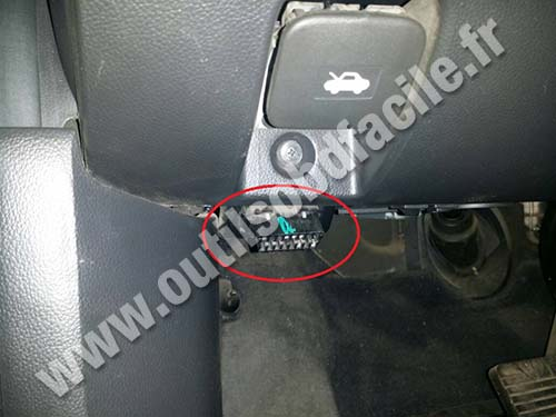 Obd2 Connector Location In Chevrolet Captiva 2006 2011