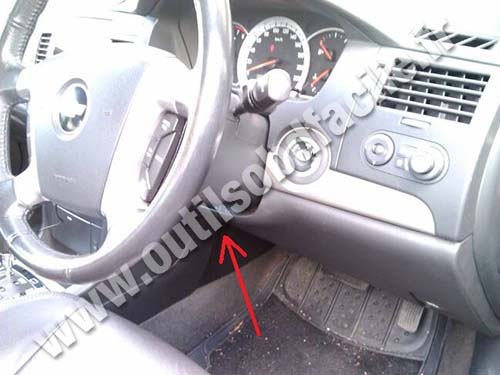 Obd2 Connector Location In Chevrolet Epica 2006 2011 Outils