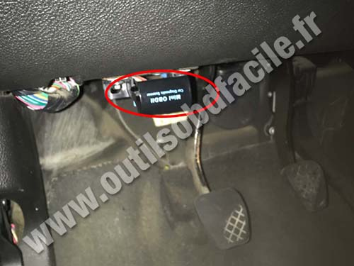 Obd2 Connector Location In Chevrolet Hhr 2005 2011 Outils