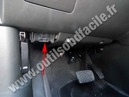 OBD2 connector location in Chevrolet Orlando (2010 - ...) - Outils on