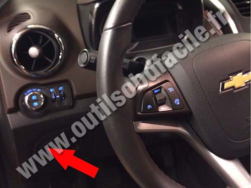 chevrolet trax dashboard obd2 connector location in chevrolet trax (2013 ) outils Chevy Cruze Back Up Camera Wiring Diagram at crackthecode.co