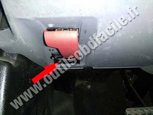 Chrysler Crossefire - Hood release lever