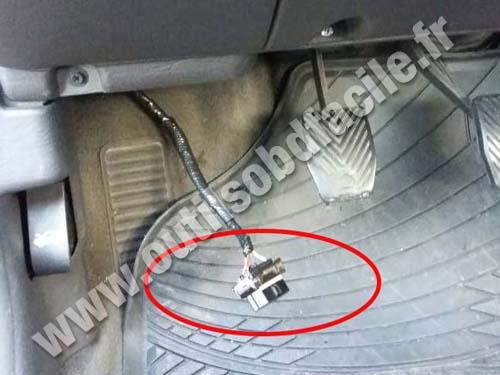 Chrysler Neon OBD2 plug