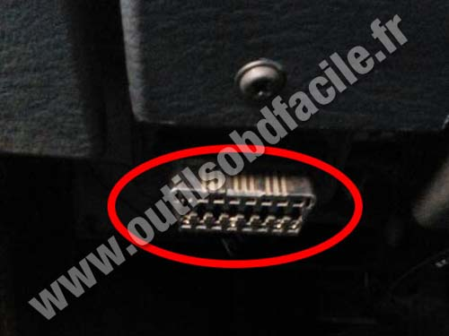 Chrysler Town Country - OBD II socket