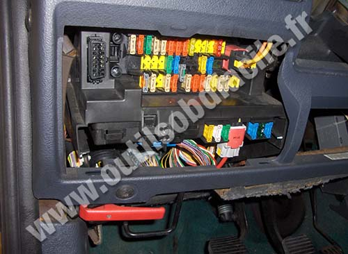 obd2 diagnostics port citroen berlingo obd2 connector location in citroen berlingo i (1996 2008 2008 citroen dispatch fuse box location at bayanpartner.co