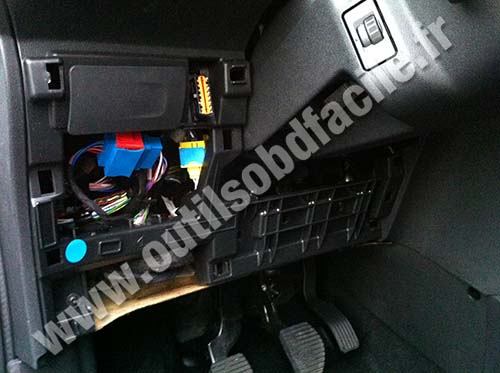 obd2 connector location in citroen c3 ii (2009 - 2016 ... citroen c3 fuse box 2006 2003 citroen c3 fuse box #6