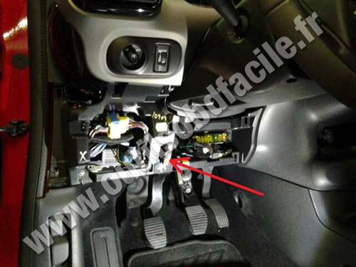 citroen c4 cactus plastic cover fuses obd2 connector location in citroen c4 cactus (2014 ) outils citroen c4 fuse box location at cos-gaming.co