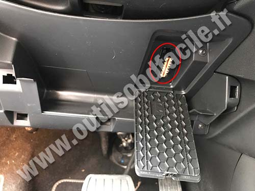 Citroen C4 SpaceTourer - OBD port
