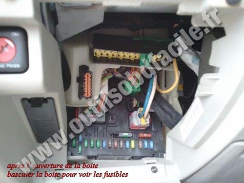 fuses box citroen c5 obd2 connector location in citroen c5 (2000 2008) outils obd facile citroen c5 fuse box layout at bayanpartner.co