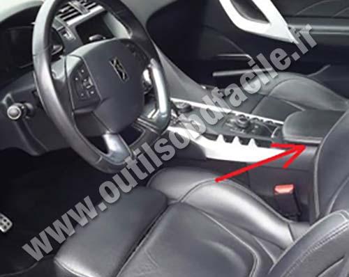 Citroen DS5 inside the car