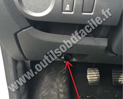 Obd2 Connector Location In Dacia Dokker 2012 Outils Obd Facile