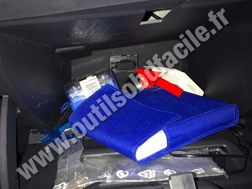 Dacia Logan - Glove box