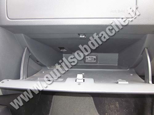 Dacia Logan glove compartment