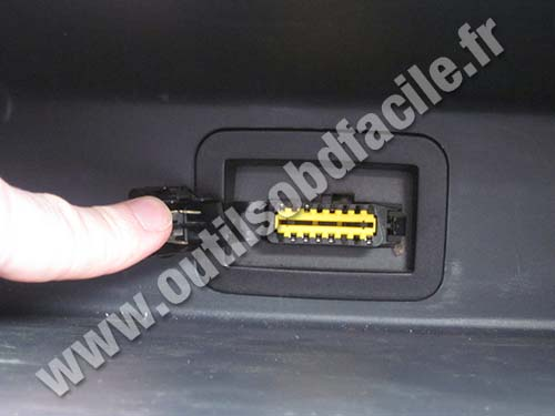 obd2 connector location in dacia logan 2004 2012 outils obd facile. Black Bedroom Furniture Sets. Home Design Ideas