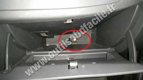 Dacia Sandero OBD2 diagnostics socket