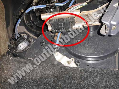 daihatsu-terios-1-OBD2-connector Opel Zafira Fuse Box Location on