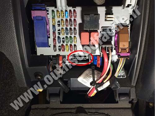 Fiat Albea - OBD II plug