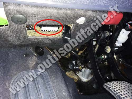 Fiat Bravo - OBD port