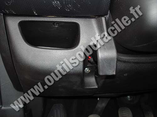 obd2 connector location in fiat bravo 2  2007 2014