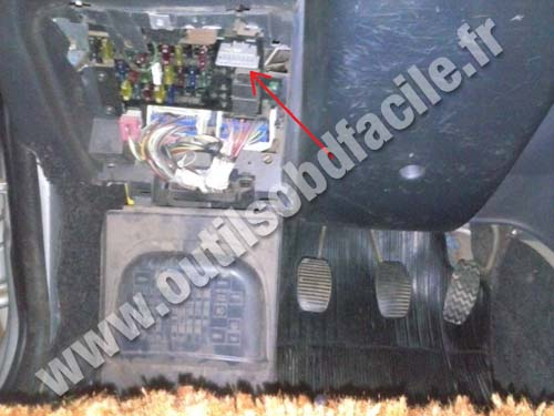 Pontiac vibe fuse box location
