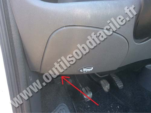 Fiat Seicento hood lever