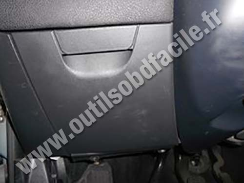 Obd2 Connector Location In Fiat Stilo  2001