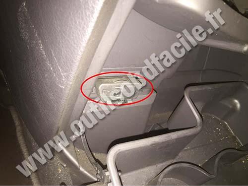 Fiat Ulysse - OBD II port