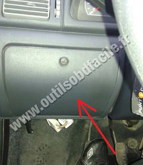 fuse box in fiat ulysse obd2 connector location    in fiat    uno  2010   outils  obd2 connector location    in fiat    uno  2010   outils