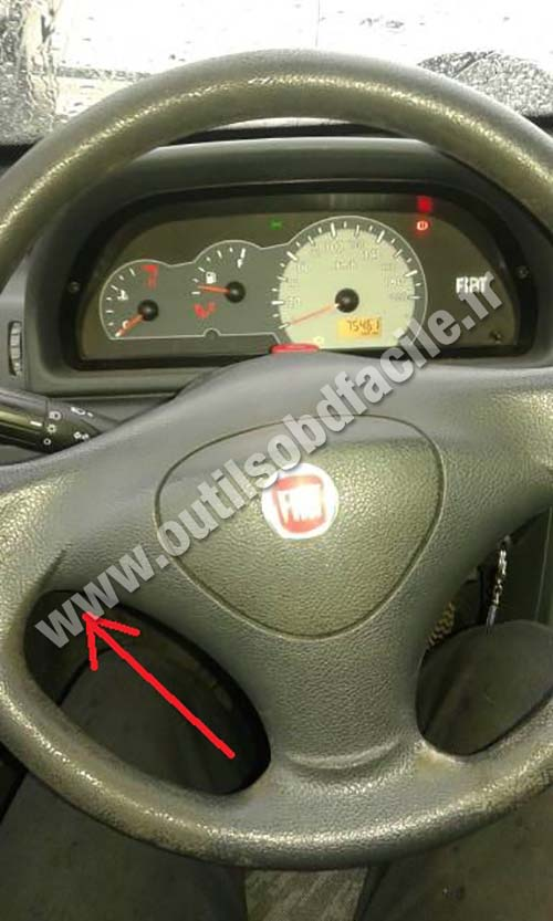 OBD2 connector location in Fiat Uno (2010 - ...) - Outils ...