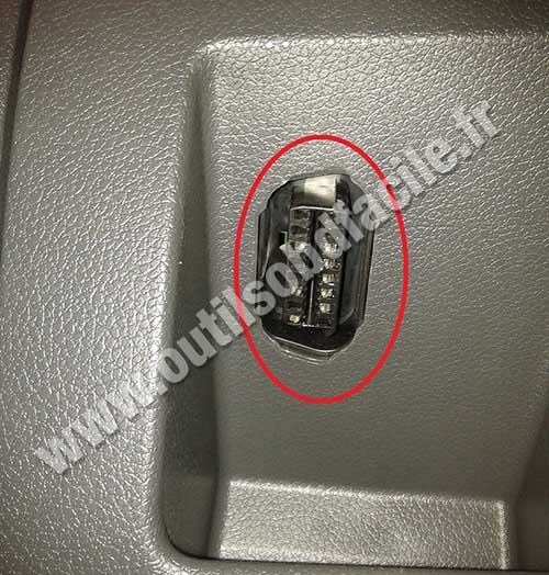 Ford C-Max OBD2 port