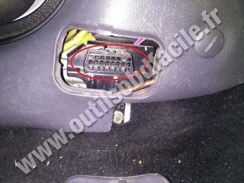 Ford Fiesta IV - OBD Connector