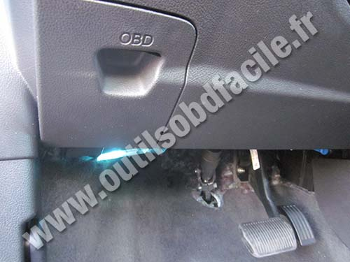 Ford Focus cover under the steering wheel