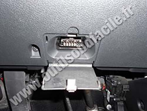 ford fusion OBD plug obd2 connector location in ford fusion (2002 2005) outils obd 2012 Ford Focus Wiring Diagram at webbmarketing.co