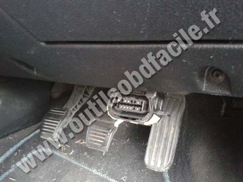 OBD2 connector location in Ford Mondeo 2 (2000 - 2007 ...