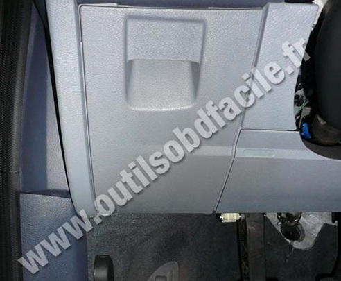Ford Mondeo 3 storage pockets under steering wheel